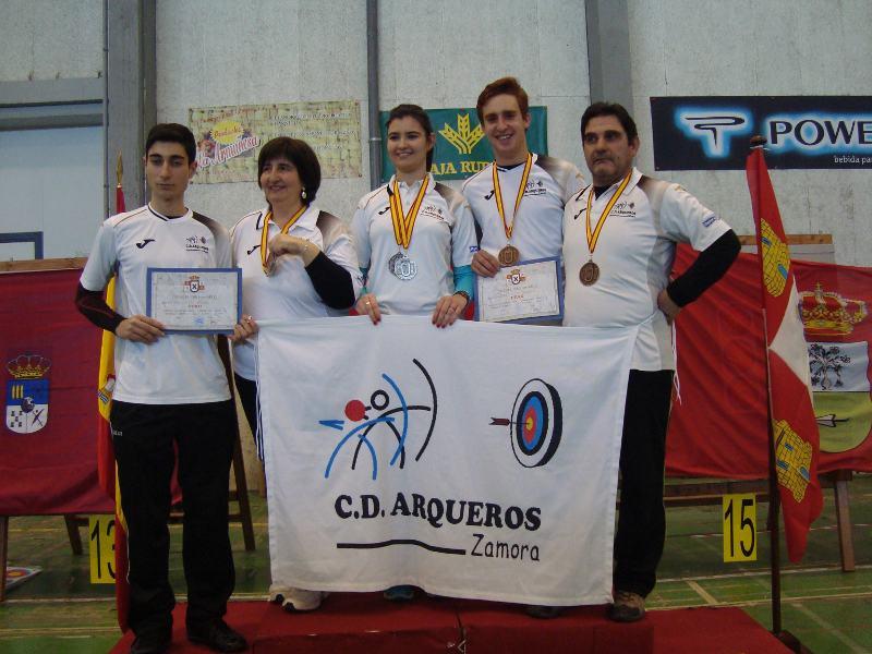 medallistas zamoranos en el podio