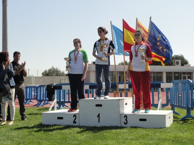 Beatriz en el podio juntoa Alicia Marín y Miren Etxebarria