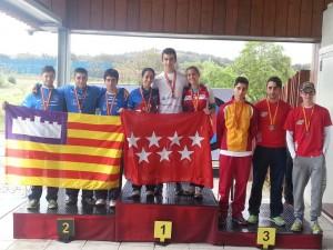 Álvaro en el podio con el bronce, primero por la izquierda